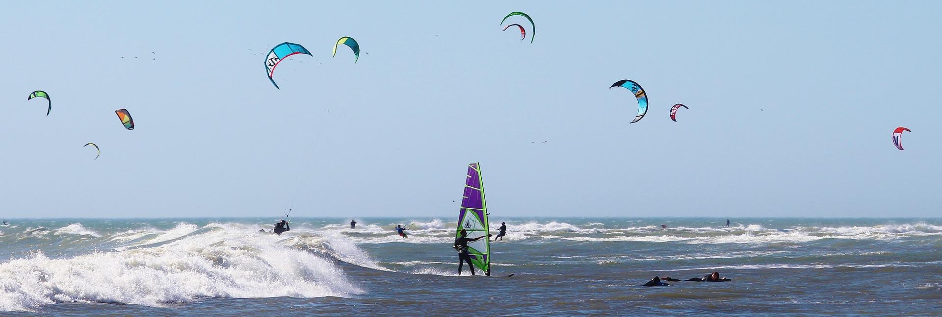 Les avantages du windsurf lors de vos vacances à Hyères